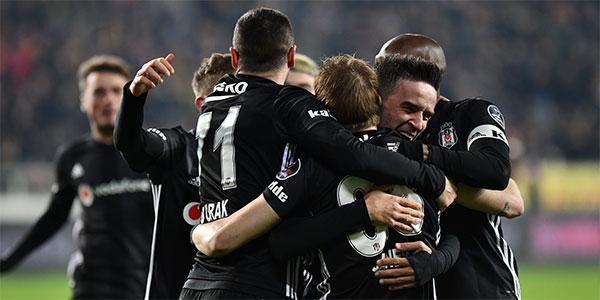 Beşiktaş hata yapmadı! 3 gol, 1 kırmızı...