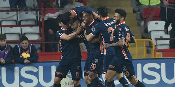 Başakşehir, Antalya deplasmanında tek golle güldü!