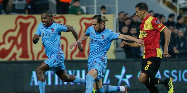 Trabzonspor, İzmir'de 3 puanı 3 golle aldı!