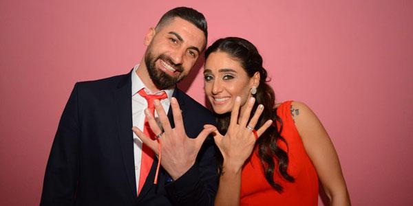 Kaleci Muammer, basketbolcu Dila ile nişanlandı