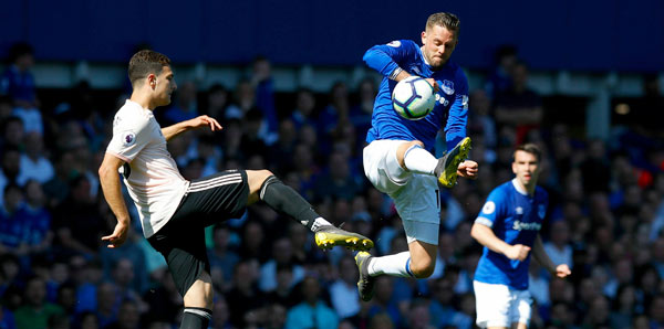 Everton, ManU'yu ezdi <br/>geçti! Cenk Tosun...
