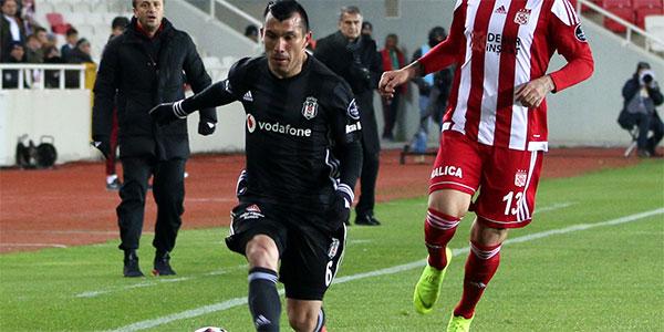 Beşiktaş'ta Medel cezalı duruma düştü!