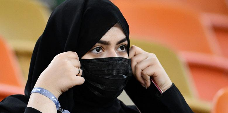 Suudi Arabistan'da oynanan dev maç geceye damga vurdu