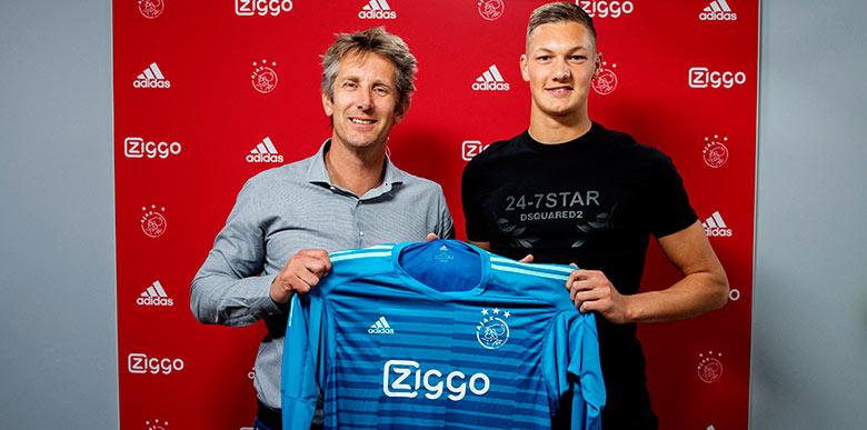 Ajax'tan sıradışı ceza! İmza töreninde...