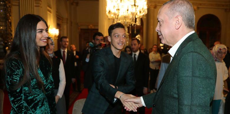 Mesut Özil, Dolmabahçe'deki iftara katıldı