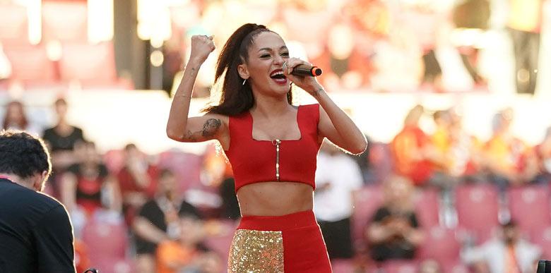 Galatasaraylı şarkıcılar kutlamalarda yer aldı!