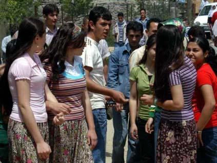 Evlenmek isteyen gençler bu sokakta buluşuyor!