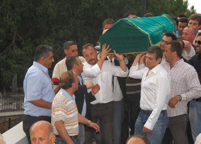 جنازة والد (Oktay Kaynarca) شاكر وادي