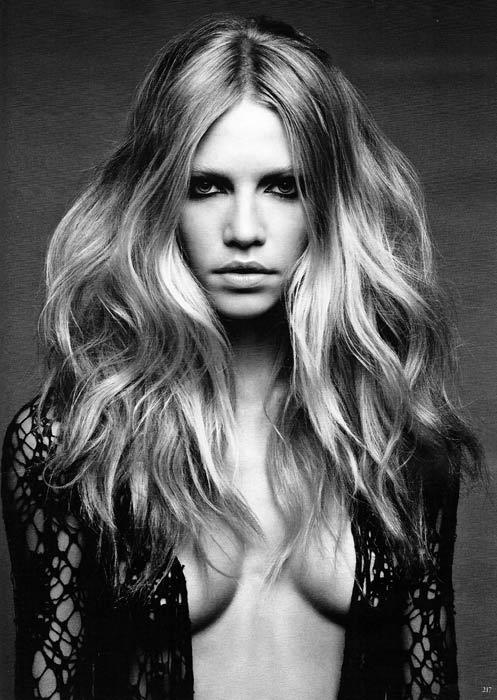 Doğal, dağınık ve uzun saçlar