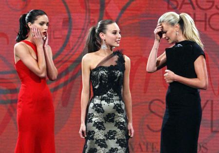 Top Model yarışmasında sunucu skandalı!