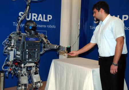 Türkiye'nin ilk insansý robotu SURALP
