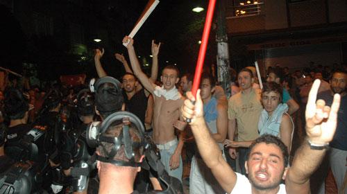 Zeytinburnu'nda gerginlik sürüyor