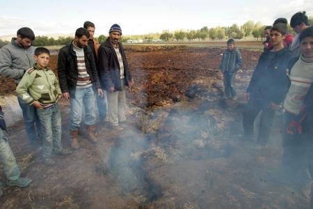 Erciş'te toprak yanıyor