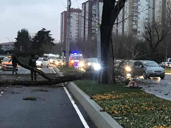 Son dakika... Ortalık savaş alanına döndü! Ataköy'de feci kaza!