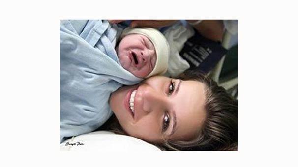 Esra Erol ve Bebeği