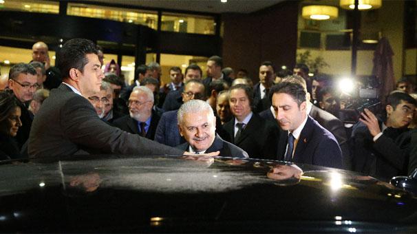 Başbakan Yıldırım burnu kırılan vekili ziyaret etti