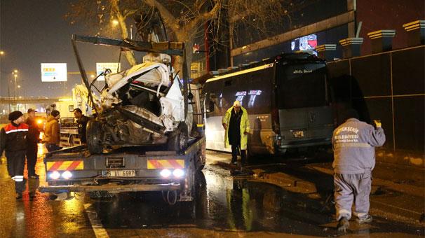 Ankara'da ticari araç polis otosuna çarptı: 2'si polis 3 yaralı