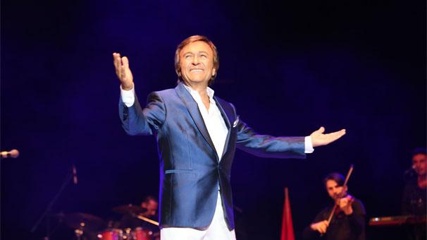 İzmir'de Erol Evgin rüzgârı!