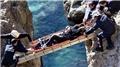 Balık tutarken 6 metre yükseklikten kayalıklara düştü