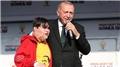 Cumhurbaşkanı Erdoğan sahneye çağırmıştı! 14 yaşındaki Emirhan o