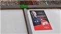 Almanya'da aşırı sağcı NPD'nin afişleri resmen toplanıyor