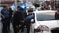 Otomobille 3 polise çarptı, bacağından vurulup yaralı olarak kaçtı