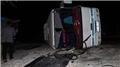 İzmir'de işçi servisi devrildi: Yaralılar var