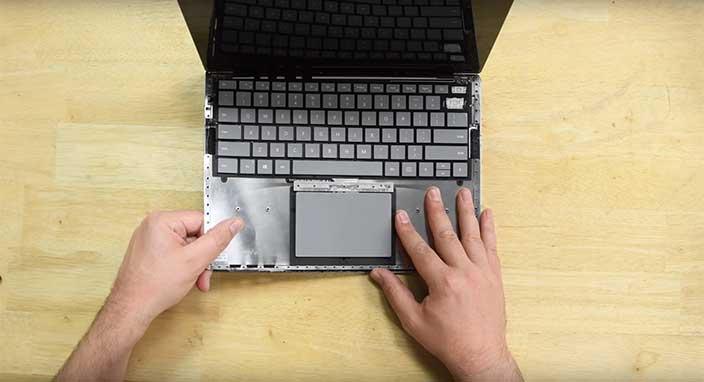 Surface Laptop'u parçalarına ayırdılar