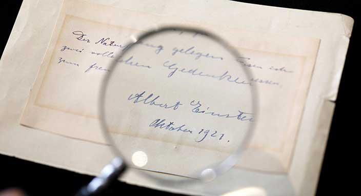 Einstein'ın kendisini reddeden bilim kadınına yazdığı not açık artırmayla satıldı