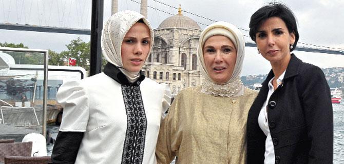 Emine Erdoğan, Dati'yle  Boğaz'da yemek yedi