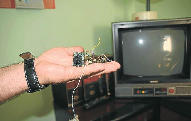 Polisin hediyesi TV'de dinleme cihazı