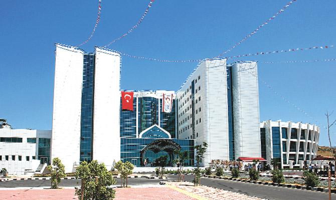 Kuzey Kıbrıs'ta kalp ve kanser hastanesi açıldı