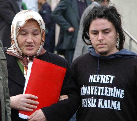 Travesti İrem'in annesinden acı sözler- Arşiv - Milliyet ...