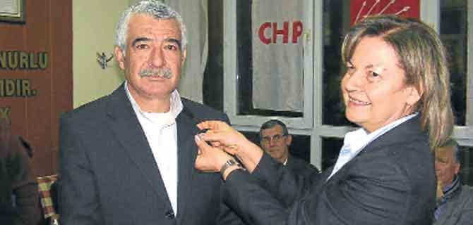 Söke CHP'de 100 yeni üyeye rozet