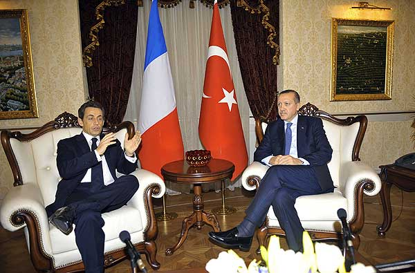 Sarkozyden soğuk mesaj