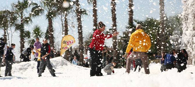 ETİ Mersin'e Kar Yağdırdı!