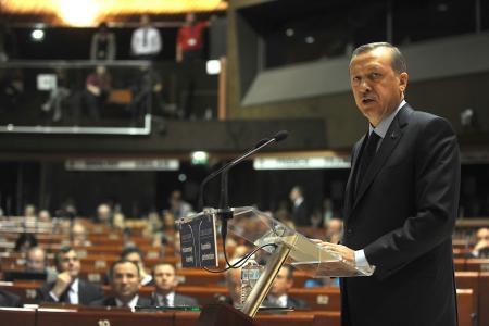 Erdoğanın esprisi Fransada çok tuttu!