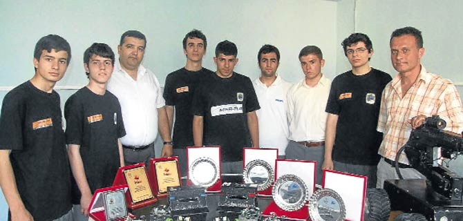 Şampiyon robotçular