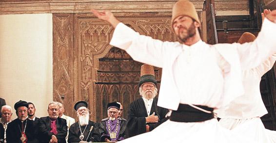Dinlerin temsilcileri Mevlevihane'de iftarda buluştu