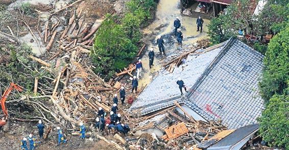 [Resim: bu-kez-tayfun-vurdu-31-olu-1603359.Jpeg]