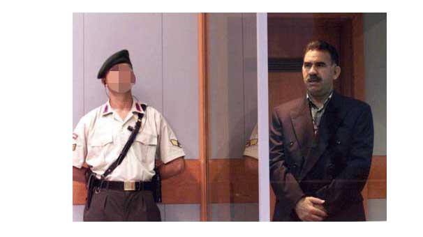 Albay Uğur'dan Öcalan kitabı