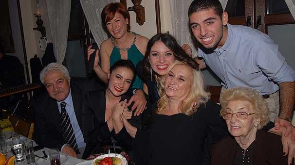 Sıla'dan annesine doğum günü partisi