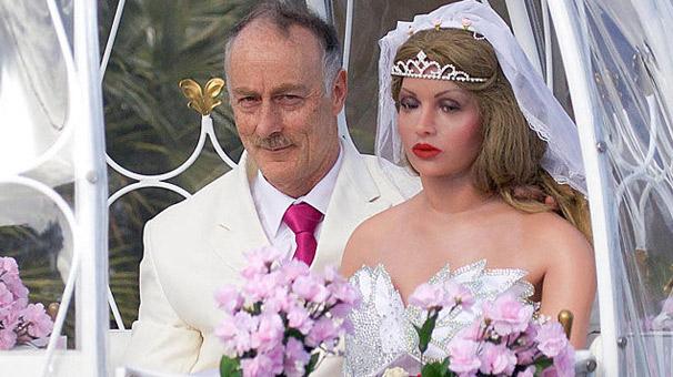 Şişme kadınla telli duvaklı düğün yaptı