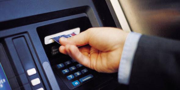 ATM'ye dokunan yanıyor