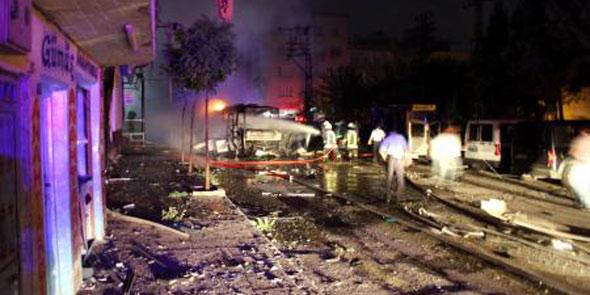 Gaziantep'te Karşıyaka polis merkezine bombalı saldırı