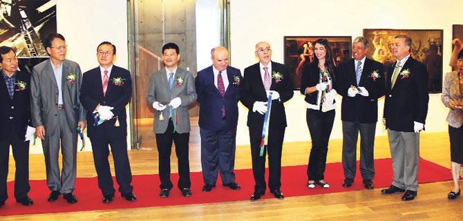 G.Kore'de ustaların 100 eseri sergilendi