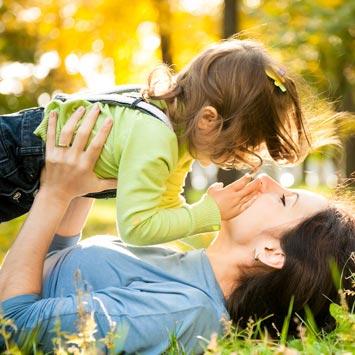 Мама с ребенком фото спиной