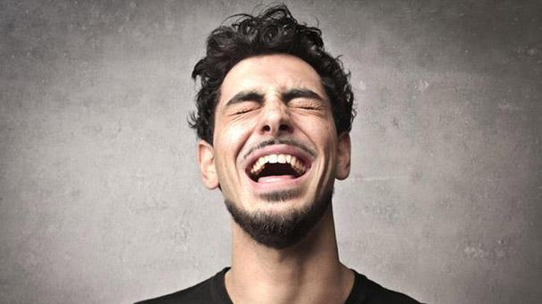 Gülmek gerçekten de 'suç' oldu: 15 gün hapis!