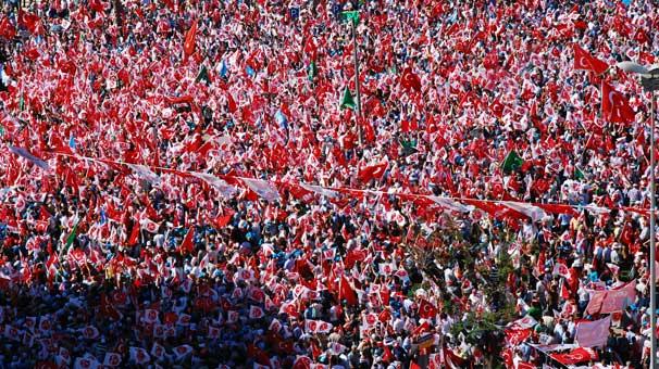 Adana'da MHP mitingine yoğun ilgi