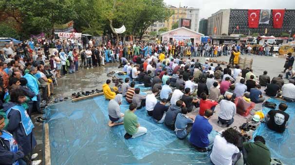 Gezi Parkı'nda ikinci cuma namazı
